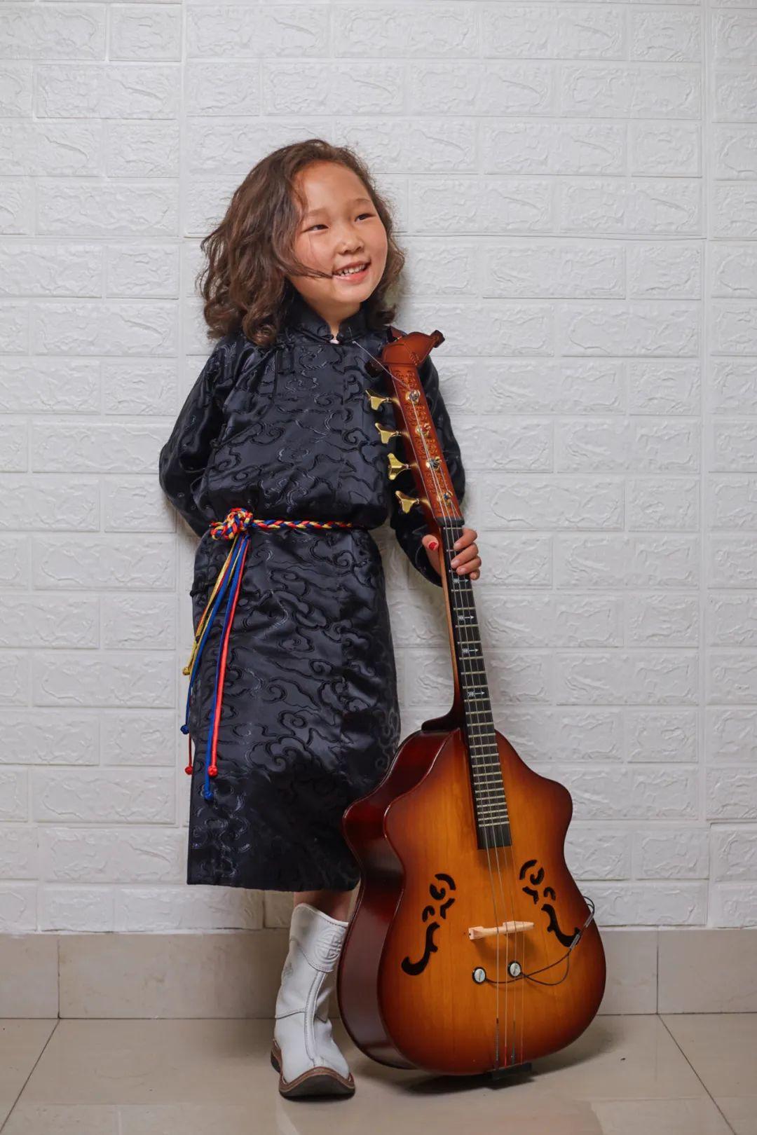 6岁小朋友演唱《永恒的火布斯》,向大家介绍最古老的蒙古族第一弹拨乐器火布斯 第4张