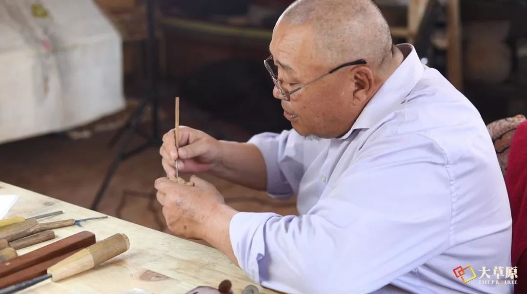 """有38年工作经验的蒙古国雕刻师,为什么将蒙古包称为""""会呼吸的建筑""""? 第6张"""
