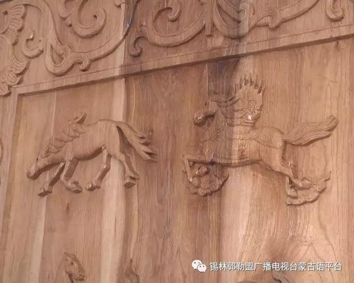 高·哈斯巴根雕刻的《蒙古族马文化经典木雕》作品与观众见面【蒙古文】 第6张