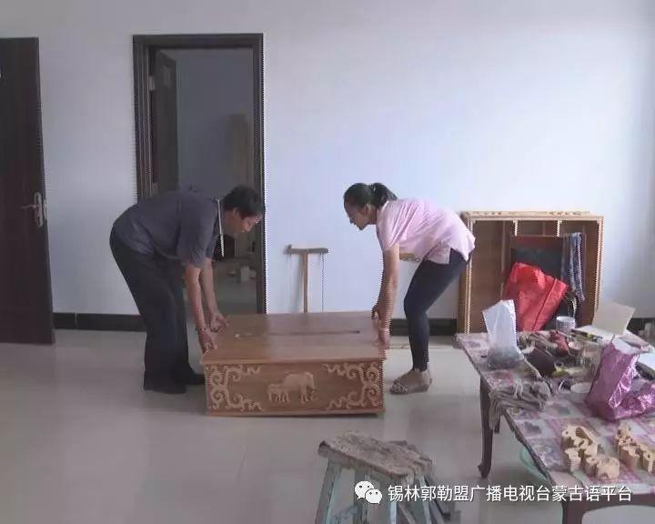 高·哈斯巴根雕刻的《蒙古族马文化经典木雕》作品与观众见面【蒙古文】 第11张