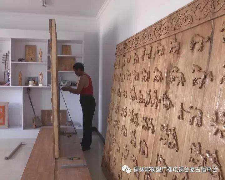 高·哈斯巴根雕刻的《蒙古族马文化经典木雕》作品与观众见面【蒙古文】 第15张