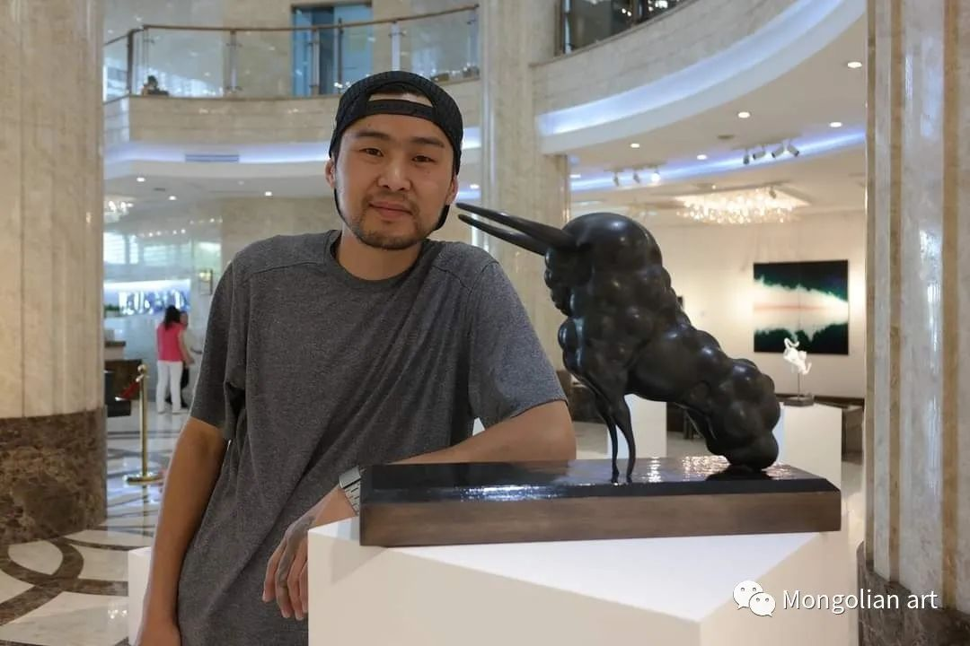 蒙古国雕塑艺术家Дашмаагийн Очир 第1张