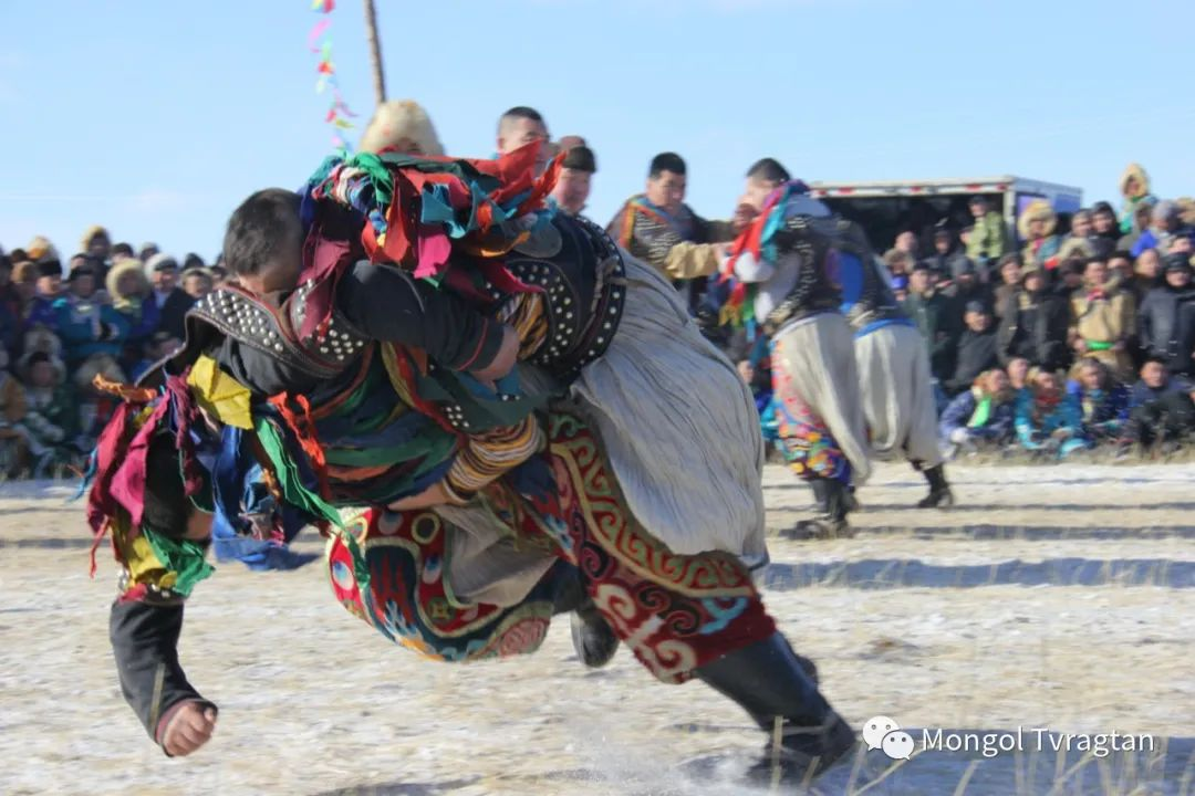 ᠮᠤᠩᠭᠤᠯ ᠵᠢᠷᠣᠭ- ᠰᠠᠷᠠᠭᠣᠯᠴᠡᠴᠡᠭ 第1张 ᠮᠤᠩᠭᠤᠯ ᠵᠢᠷᠣᠭ- ᠰᠠᠷᠠᠭᠣᠯᠴᠡᠴᠡᠭ 蒙古文化