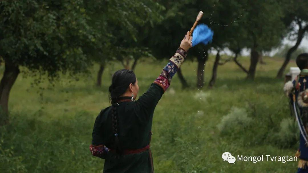ᠮᠤᠩᠭᠤᠯ ᠵᠢᠷᠣᠭ- ᠰᠠᠷᠠᠭᠣᠯᠴᠡᠴᠡᠭ 第5张 ᠮᠤᠩᠭᠤᠯ ᠵᠢᠷᠣᠭ- ᠰᠠᠷᠠᠭᠣᠯᠴᠡᠴᠡᠭ 蒙古文化