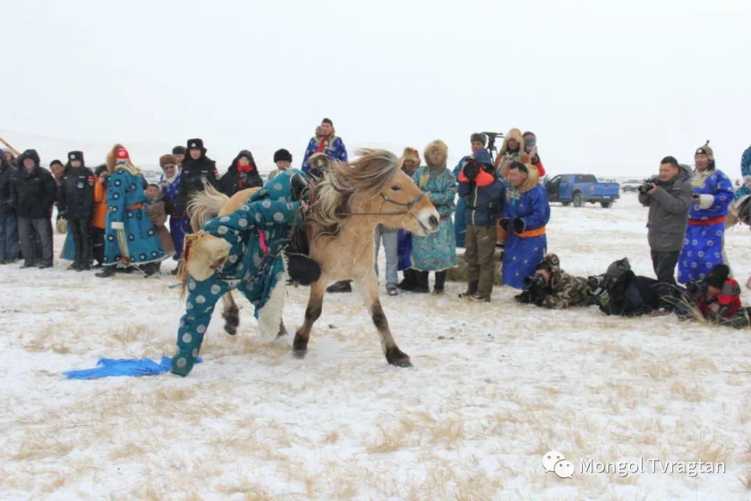 ᠮᠤᠩᠭᠤᠯ ᠵᠢᠷᠣᠭ- ᠰᠠᠷᠠᠭᠣᠯᠴᠡᠴᠡᠭ 第13张 ᠮᠤᠩᠭᠤᠯ ᠵᠢᠷᠣᠭ- ᠰᠠᠷᠠᠭᠣᠯᠴᠡᠴᠡᠭ 蒙古文化