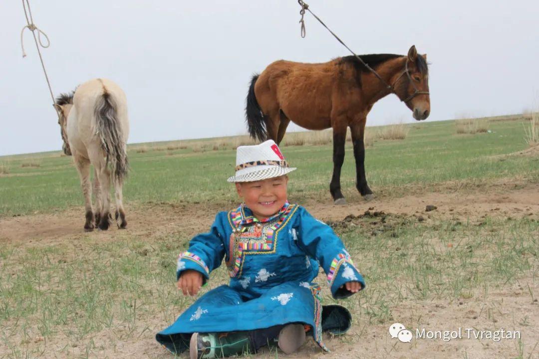 ᠮᠤᠩᠭᠤᠯ ᠵᠢᠷᠣᠭ- ᠰᠠᠷᠠᠭᠣᠯᠴᠡᠴᠡᠭ 第14张 ᠮᠤᠩᠭᠤᠯ ᠵᠢᠷᠣᠭ- ᠰᠠᠷᠠᠭᠣᠯᠴᠡᠴᠡᠭ 蒙古文化