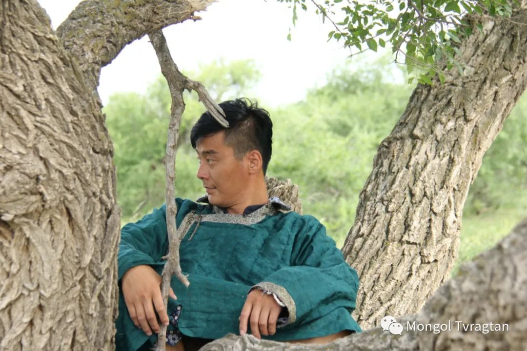 ᠮᠤᠩᠭᠤᠯ ᠵᠢᠷᠣᠭ- ᠰᠠᠷᠠᠭᠣᠯᠴᠡᠴᠡᠭ 第18张 ᠮᠤᠩᠭᠤᠯ ᠵᠢᠷᠣᠭ- ᠰᠠᠷᠠᠭᠣᠯᠴᠡᠴᠡᠭ 蒙古文化