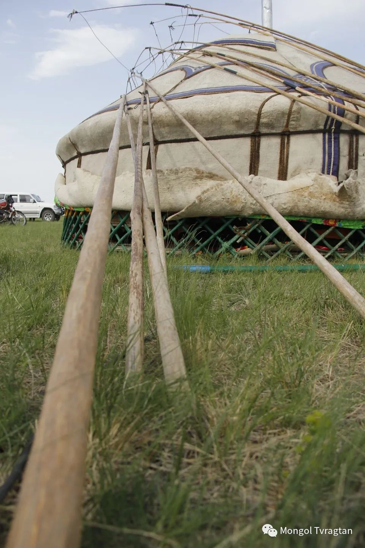 ᠮᠤᠩᠭᠤᠯ ᠵᠢᠷᠣᠭ- ᠰᠠᠷᠠᠭᠣᠯᠴᠡᠴᠡᠭ 第22张 ᠮᠤᠩᠭᠤᠯ ᠵᠢᠷᠣᠭ- ᠰᠠᠷᠠᠭᠣᠯᠴᠡᠴᠡᠭ 蒙古文化