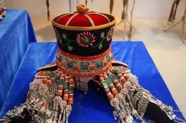 【乌拉特文化】霓裳   华丽的蒙古族头饰 第1张 【乌拉特文化】霓裳   华丽的蒙古族头饰 蒙古服饰