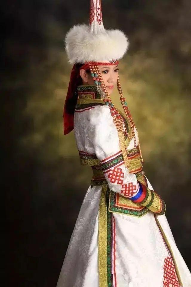 【乌拉特文化】霓裳   华丽的蒙古族头饰 第6张 【乌拉特文化】霓裳   华丽的蒙古族头饰 蒙古服饰