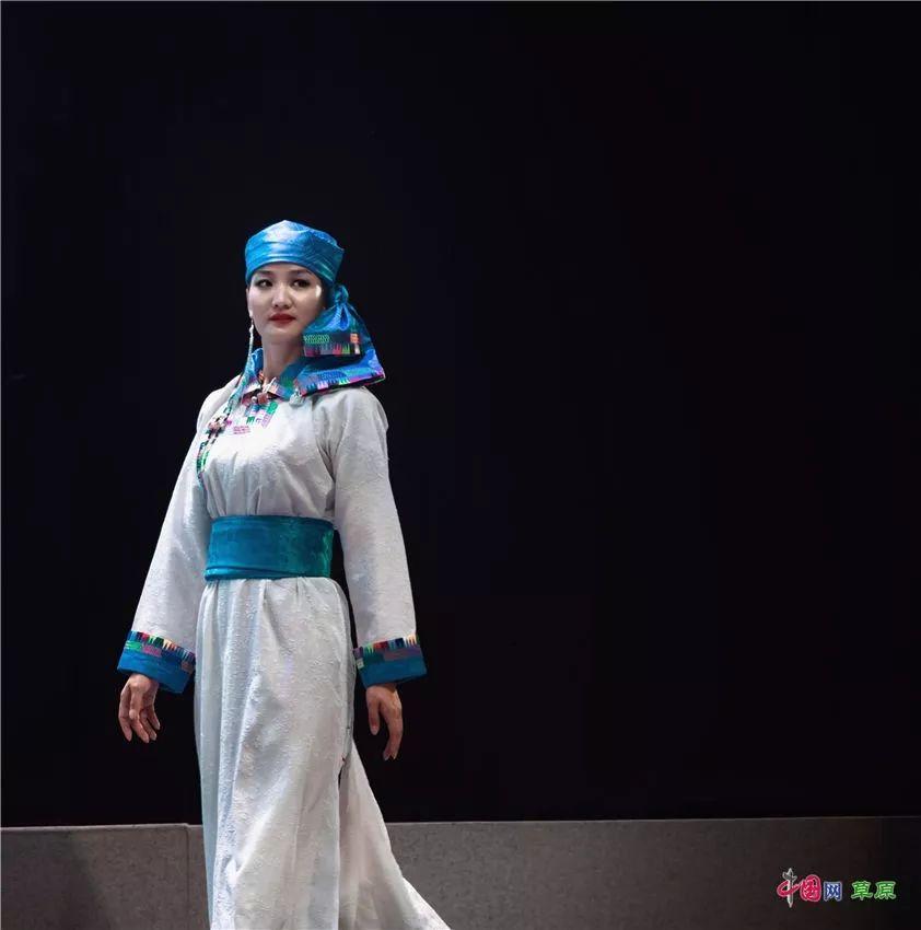第十六届蒙古族服装服饰艺术节,绚丽多彩的蒙古袍 第3张 第十六届蒙古族服装服饰艺术节,绚丽多彩的蒙古袍 蒙古服饰