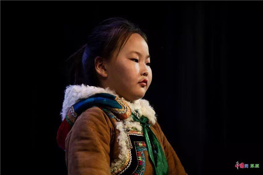 第十六届蒙古族服装服饰艺术节,绚丽多彩的蒙古袍 第8张 第十六届蒙古族服装服饰艺术节,绚丽多彩的蒙古袍 蒙古服饰