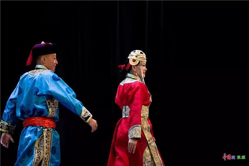 第十六届蒙古族服装服饰艺术节,绚丽多彩的蒙古袍 第15张 第十六届蒙古族服装服饰艺术节,绚丽多彩的蒙古袍 蒙古服饰