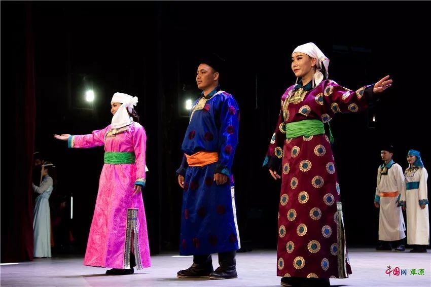 第十六届蒙古族服装服饰艺术节,绚丽多彩的蒙古袍 第13张 第十六届蒙古族服装服饰艺术节,绚丽多彩的蒙古袍 蒙古服饰