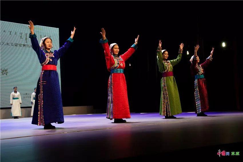 第十六届蒙古族服装服饰艺术节,绚丽多彩的蒙古袍 第14张 第十六届蒙古族服装服饰艺术节,绚丽多彩的蒙古袍 蒙古服饰