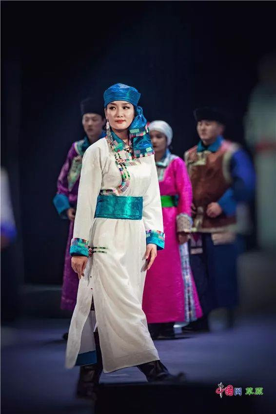 第十六届蒙古族服装服饰艺术节,绚丽多彩的蒙古袍 第19张 第十六届蒙古族服装服饰艺术节,绚丽多彩的蒙古袍 蒙古服饰