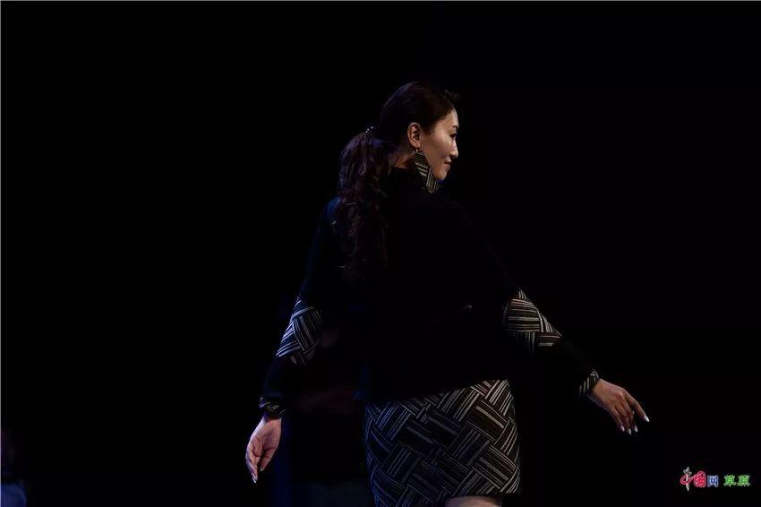 第十六届蒙古族服装服饰艺术节,绚丽多彩的蒙古袍 第16张 第十六届蒙古族服装服饰艺术节,绚丽多彩的蒙古袍 蒙古服饰