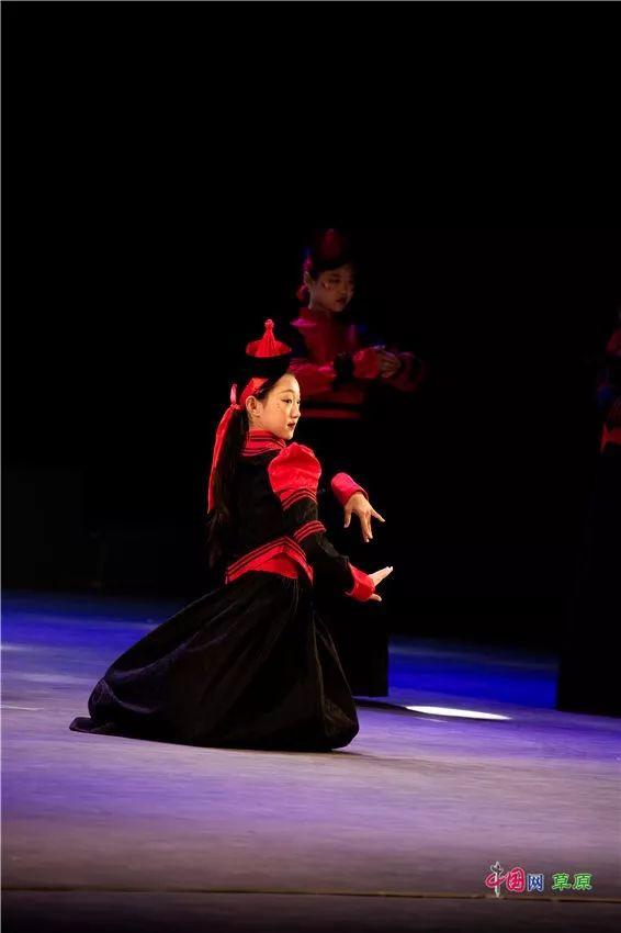 第十六届蒙古族服装服饰艺术节,绚丽多彩的蒙古袍 第18张 第十六届蒙古族服装服饰艺术节,绚丽多彩的蒙古袍 蒙古服饰