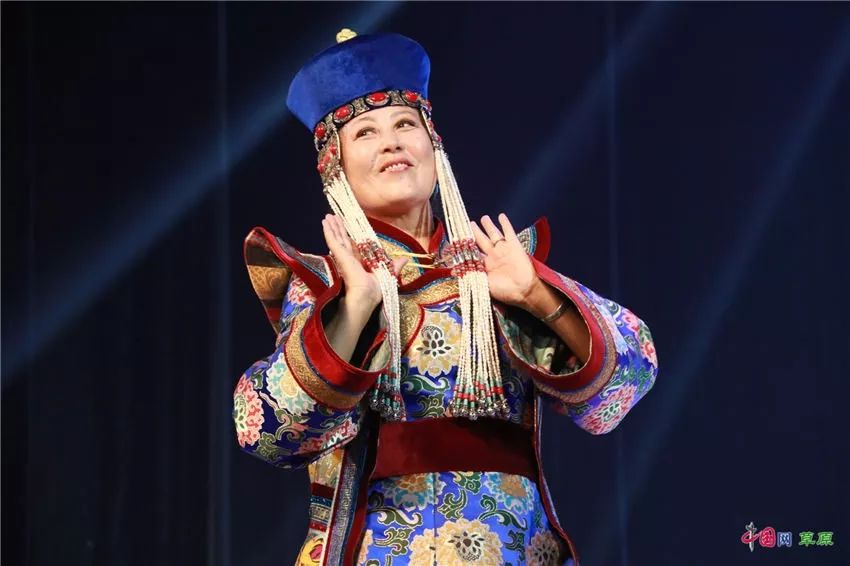 第十六届蒙古族服装服饰艺术节,绚丽多彩的蒙古袍 第21张 第十六届蒙古族服装服饰艺术节,绚丽多彩的蒙古袍 蒙古服饰
