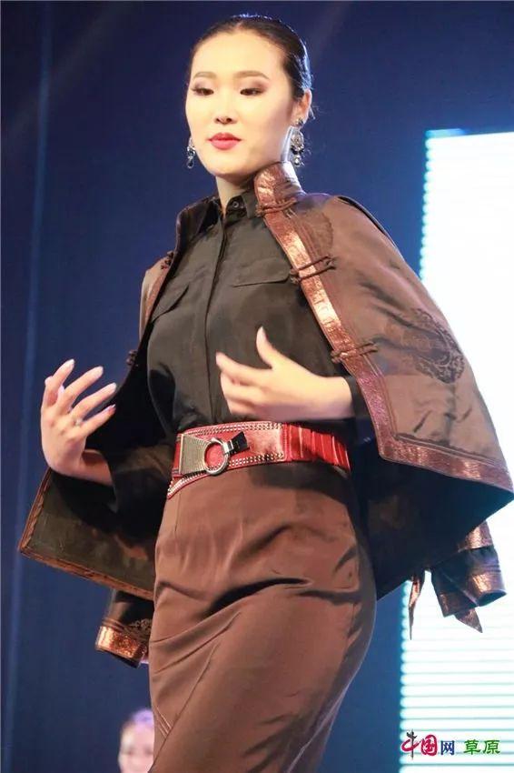 第十六届蒙古族服装服饰艺术节,绚丽多彩的蒙古袍 第28张 第十六届蒙古族服装服饰艺术节,绚丽多彩的蒙古袍 蒙古服饰