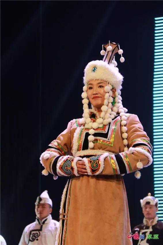 第十六届蒙古族服装服饰艺术节,绚丽多彩的蒙古袍 第27张 第十六届蒙古族服装服饰艺术节,绚丽多彩的蒙古袍 蒙古服饰