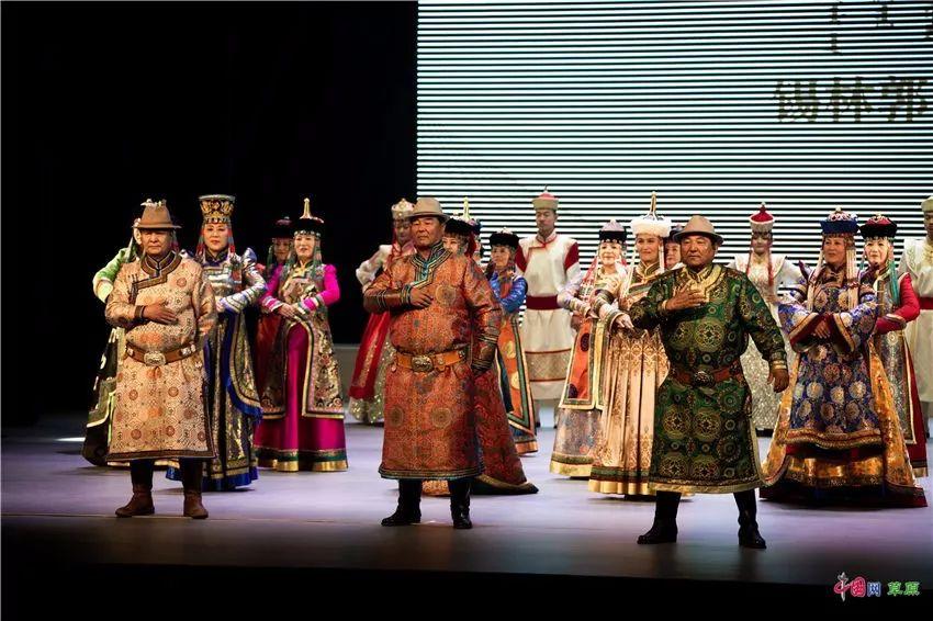 第十六届蒙古族服装服饰艺术节,绚丽多彩的蒙古袍 第36张 第十六届蒙古族服装服饰艺术节,绚丽多彩的蒙古袍 蒙古服饰