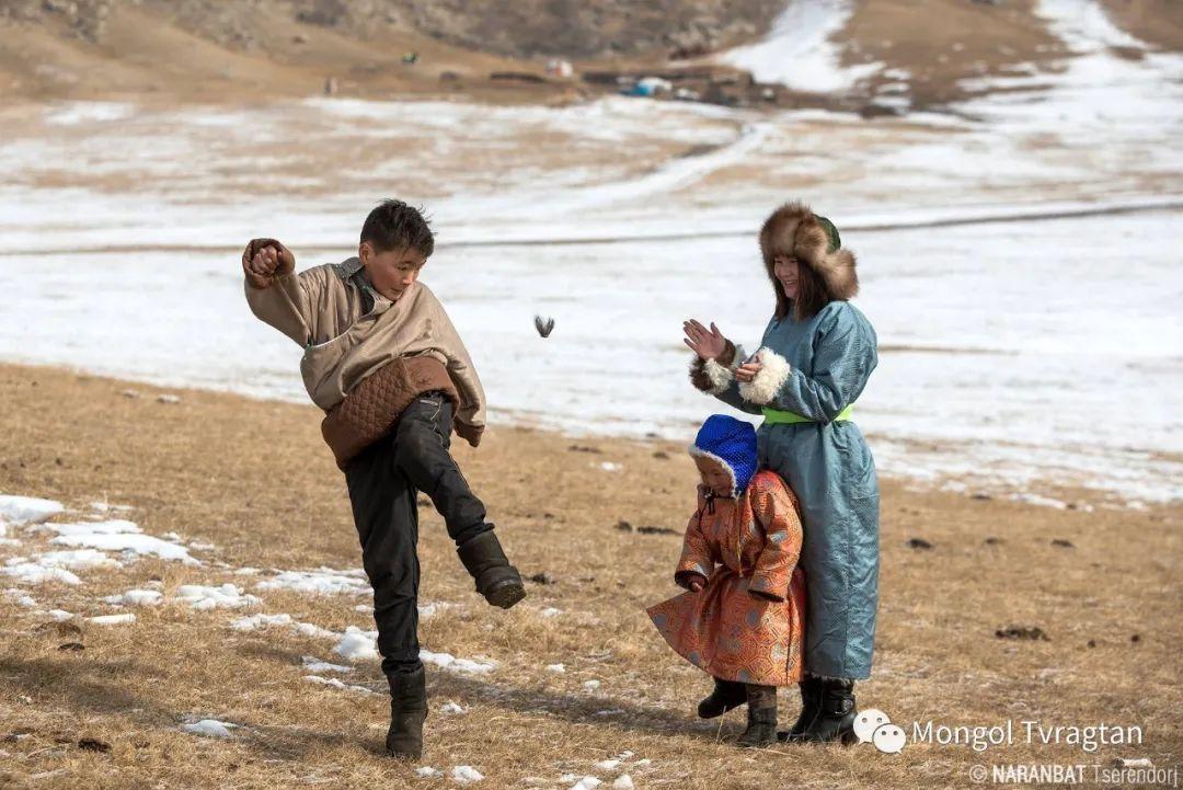 ᠮᠣᠩᠭᠤᠯ ᠰᠡᠭᠦᠳᠡᠷ- ᠴ᠂ ᠨᠠᠷᠠᠨᠪᠠᠲᠤ 第41张 ᠮᠣᠩᠭᠤᠯ ᠰᠡᠭᠦᠳᠡᠷ- ᠴ᠂ ᠨᠠᠷᠠᠨᠪᠠᠲᠤ 蒙古文化