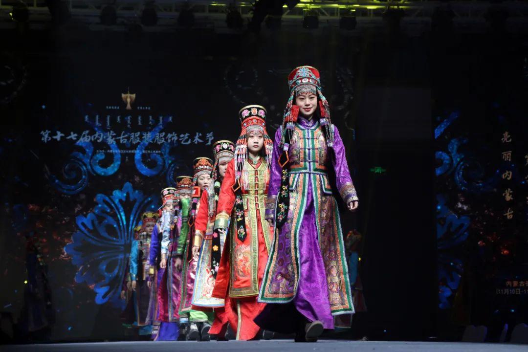 2020蒙古族服装服饰设计大赛 ᠮᠣᠩᠭᠤᠯ ᠦᠨᠳᠦᠰᠦᠲᠡᠨᠦ᠌ ᠬᠤᠪᠴᠠᠰᠤ ᠵᠠᠰᠠᠯᠤ᠋ᠨ ᠤᠷᠤᠯᠳᠤᠭᠠᠨ 第2张 2020蒙古族服装服饰设计大赛 ᠮᠣᠩᠭᠤᠯ ᠦᠨᠳᠦᠰᠦᠲᠡᠨᠦ᠌ ᠬᠤᠪᠴᠠᠰᠤ ᠵᠠᠰᠠᠯᠤ᠋ᠨ ᠤᠷᠤᠯᠳᠤᠭᠠᠨ 蒙古服饰
