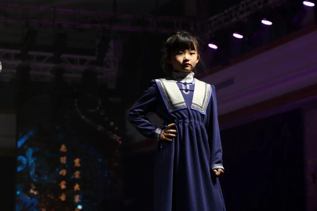 2020蒙古族服装服饰设计大赛 ᠮᠣᠩᠭᠤᠯ ᠦᠨᠳᠦᠰᠦᠲᠡᠨᠦ᠌ ᠬᠤᠪᠴᠠᠰᠤ ᠵᠠᠰᠠᠯᠤ᠋ᠨ ᠤᠷᠤᠯᠳᠤᠭᠠᠨ 第18张 2020蒙古族服装服饰设计大赛 ᠮᠣᠩᠭᠤᠯ ᠦᠨᠳᠦᠰᠦᠲᠡᠨᠦ᠌ ᠬᠤᠪᠴᠠᠰᠤ ᠵᠠᠰᠠᠯᠤ᠋ᠨ ᠤᠷᠤᠯᠳᠤᠭᠠᠨ 蒙古服饰