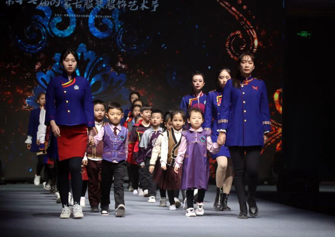 2020蒙古族服装服饰设计大赛 ᠮᠣᠩᠭᠤᠯ ᠦᠨᠳᠦᠰᠦᠲᠡᠨᠦ᠌ ᠬᠤᠪᠴᠠᠰᠤ ᠵᠠᠰᠠᠯᠤ᠋ᠨ ᠤᠷᠤᠯᠳᠤᠭᠠᠨ 第19张 2020蒙古族服装服饰设计大赛 ᠮᠣᠩᠭᠤᠯ ᠦᠨᠳᠦᠰᠦᠲᠡᠨᠦ᠌ ᠬᠤᠪᠴᠠᠰᠤ ᠵᠠᠰᠠᠯᠤ᠋ᠨ ᠤᠷᠤᠯᠳᠤᠭᠠᠨ 蒙古服饰