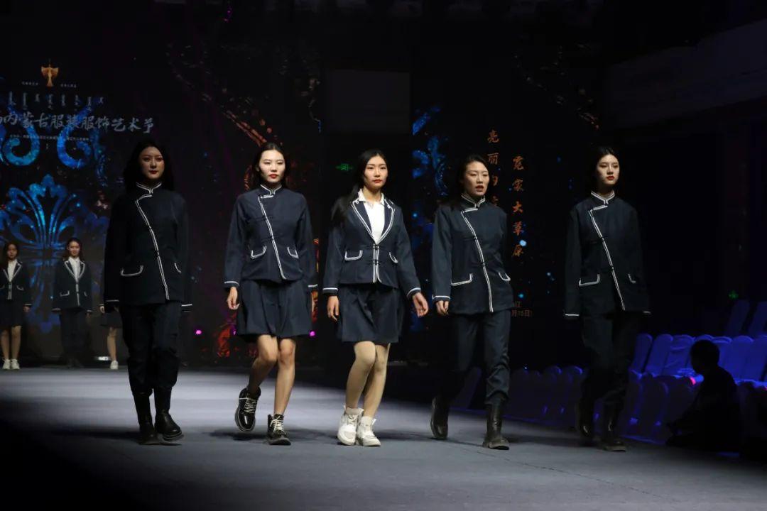 2020蒙古族服装服饰设计大赛 ᠮᠣᠩᠭᠤᠯ ᠦᠨᠳᠦᠰᠦᠲᠡᠨᠦ᠌ ᠬᠤᠪᠴᠠᠰᠤ ᠵᠠᠰᠠᠯᠤ᠋ᠨ ᠤᠷᠤᠯᠳᠤᠭᠠᠨ 第20张 2020蒙古族服装服饰设计大赛 ᠮᠣᠩᠭᠤᠯ ᠦᠨᠳᠦᠰᠦᠲᠡᠨᠦ᠌ ᠬᠤᠪᠴᠠᠰᠤ ᠵᠠᠰᠠᠯᠤ᠋ᠨ ᠤᠷᠤᠯᠳᠤᠭᠠᠨ 蒙古服饰