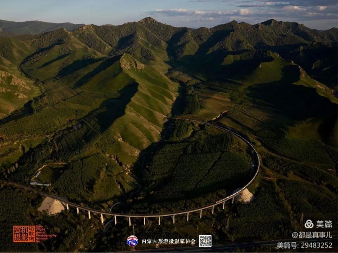 豪气难掩,志在蓝天——记我区著名蒙古族航空摄影家诺敏·何 第68张 豪气难掩,志在蓝天——记我区著名蒙古族航空摄影家诺敏·何 蒙古文化
