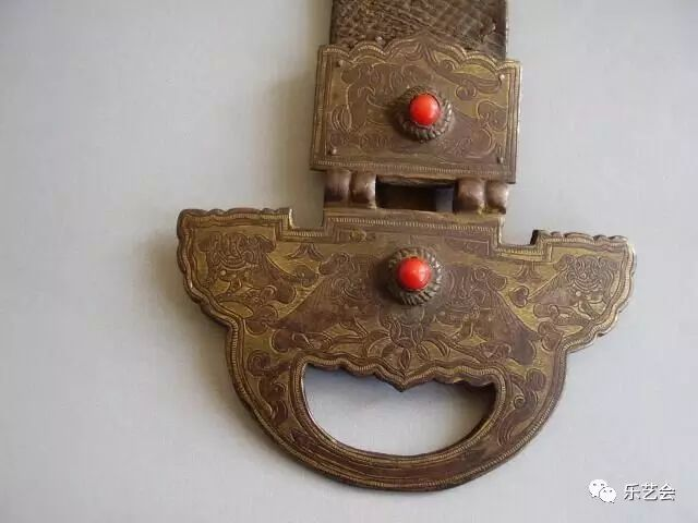 草原瑰宝刀剑:蒙古族图海中的藏传佛教元素 第28张 草原瑰宝刀剑:蒙古族图海中的藏传佛教元素 蒙古工艺