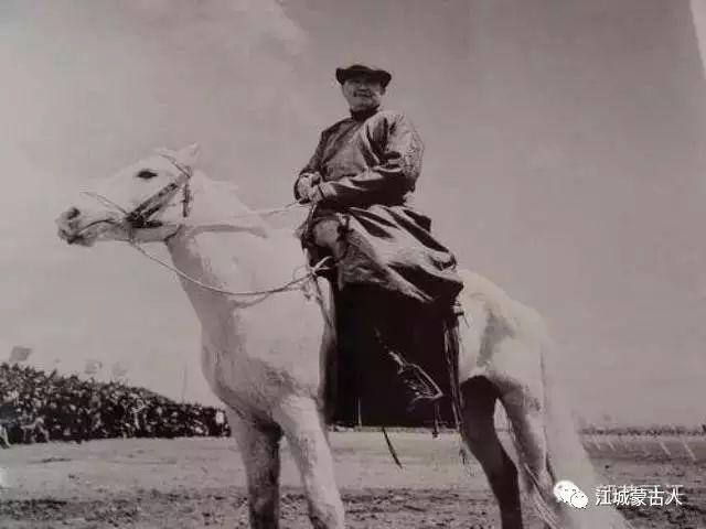 乌兰夫与内蒙古骑兵 第1张 乌兰夫与内蒙古骑兵 蒙古文化