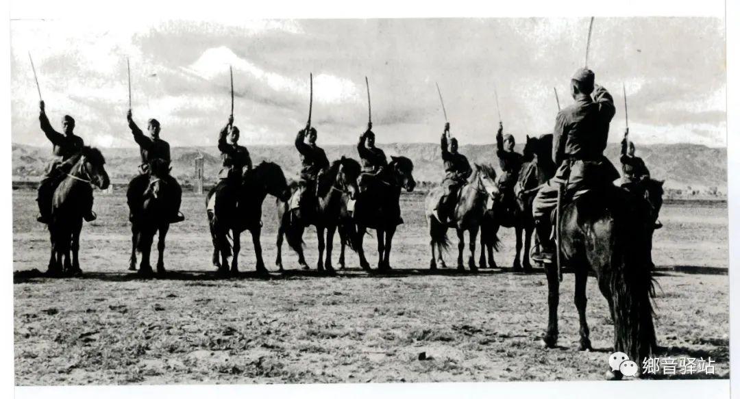 写在纪录片《内蒙古骑兵》开播之际——我区著名作家萨仁托娅 第7张 写在纪录片《内蒙古骑兵》开播之际——我区著名作家萨仁托娅 蒙古文化