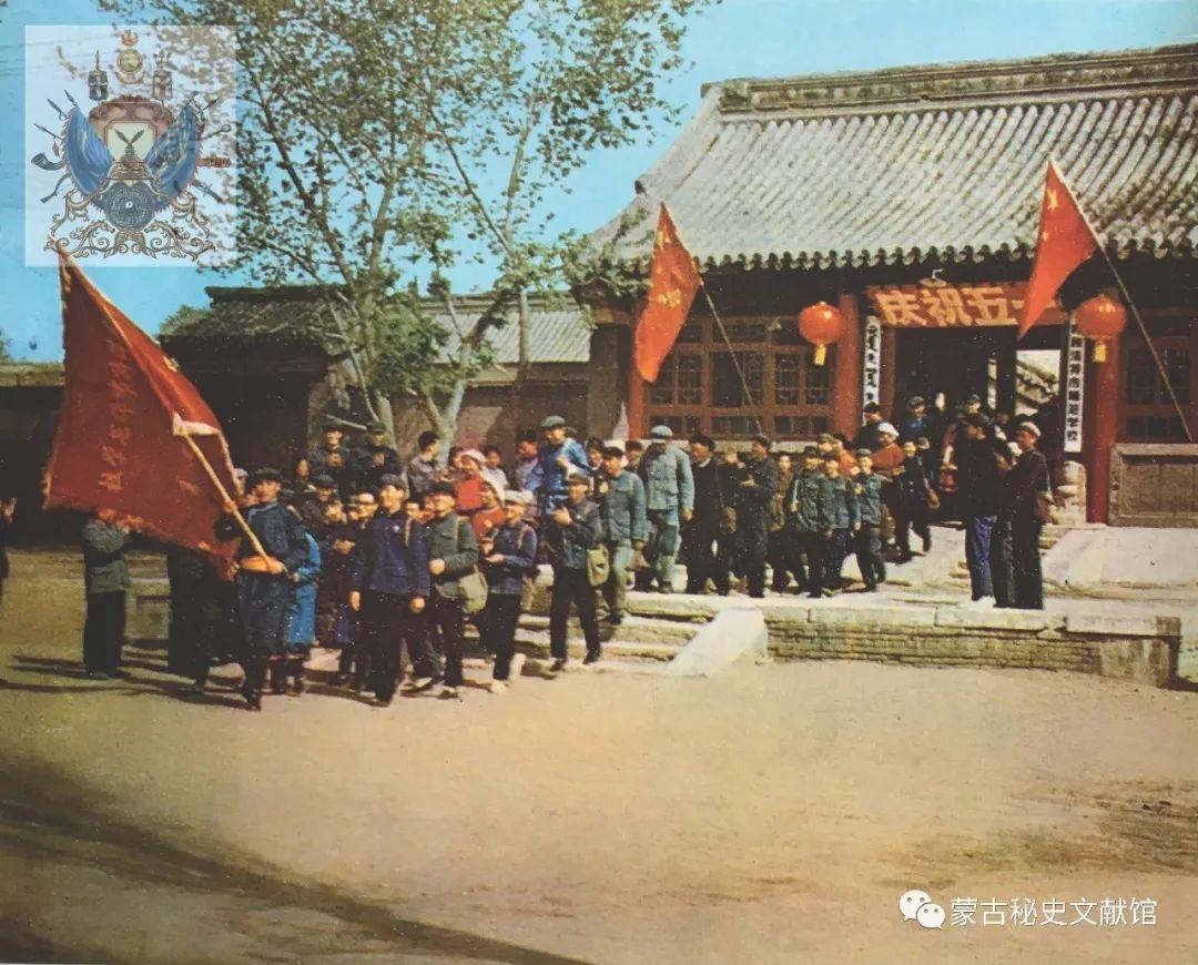 内蒙古教育自治区成立30年画册 第14张 内蒙古教育自治区成立30年画册 蒙古文化