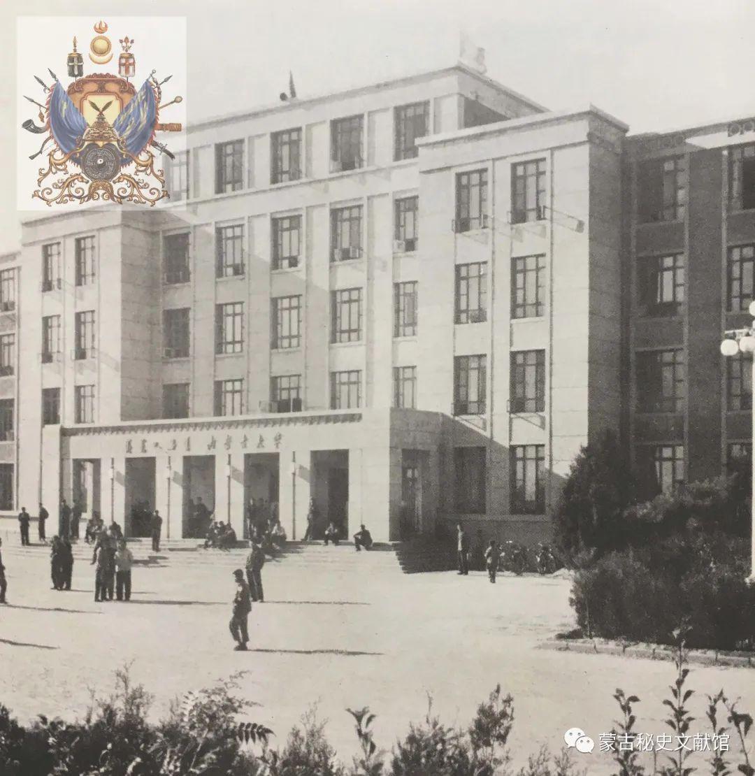 内蒙古教育自治区成立30年画册 第18张 内蒙古教育自治区成立30年画册 蒙古文化