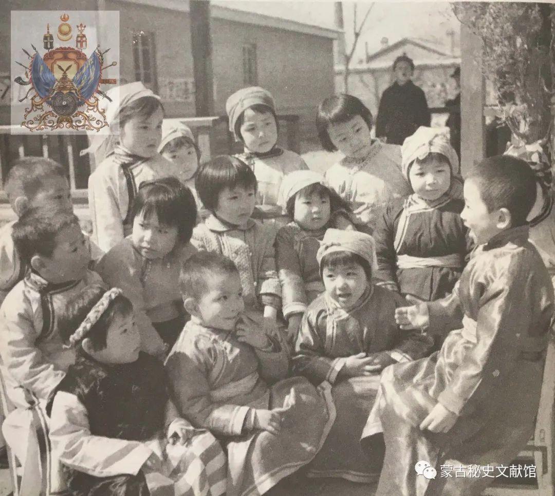 内蒙古教育自治区成立30年画册 第26张 内蒙古教育自治区成立30年画册 蒙古文化