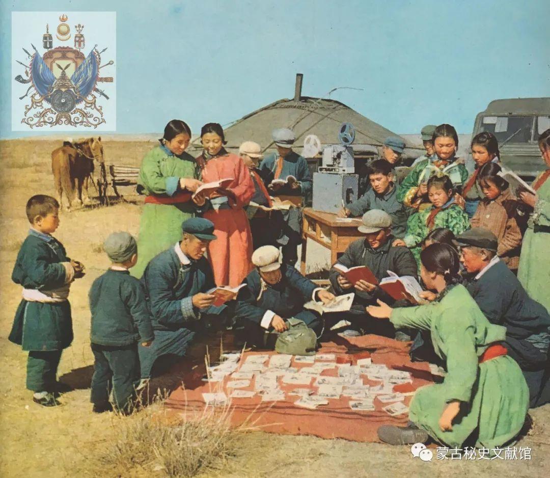 内蒙古教育自治区成立30年画册 第28张 内蒙古教育自治区成立30年画册 蒙古文化
