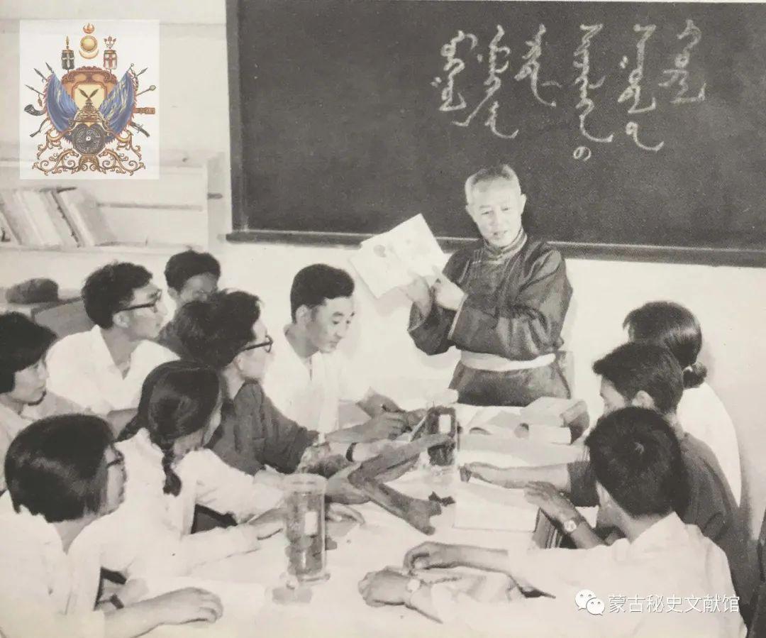 内蒙古教育自治区成立30年画册 第48张 内蒙古教育自治区成立30年画册 蒙古文化