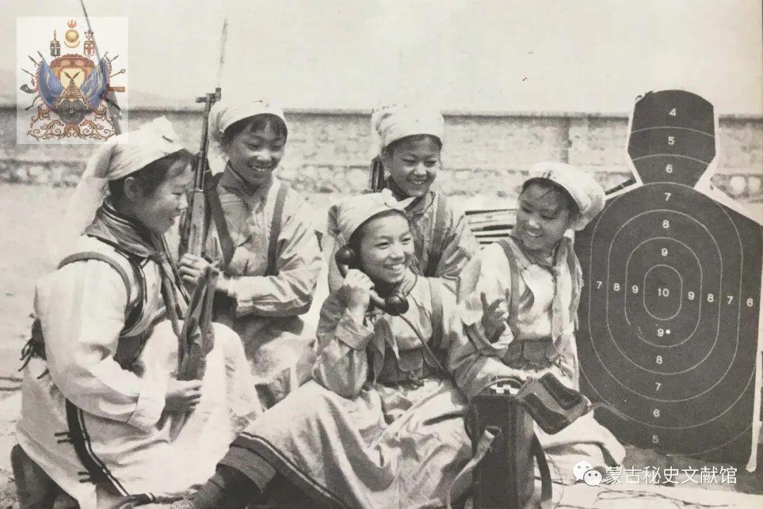 内蒙古教育自治区成立30年画册 第58张 内蒙古教育自治区成立30年画册 蒙古文化