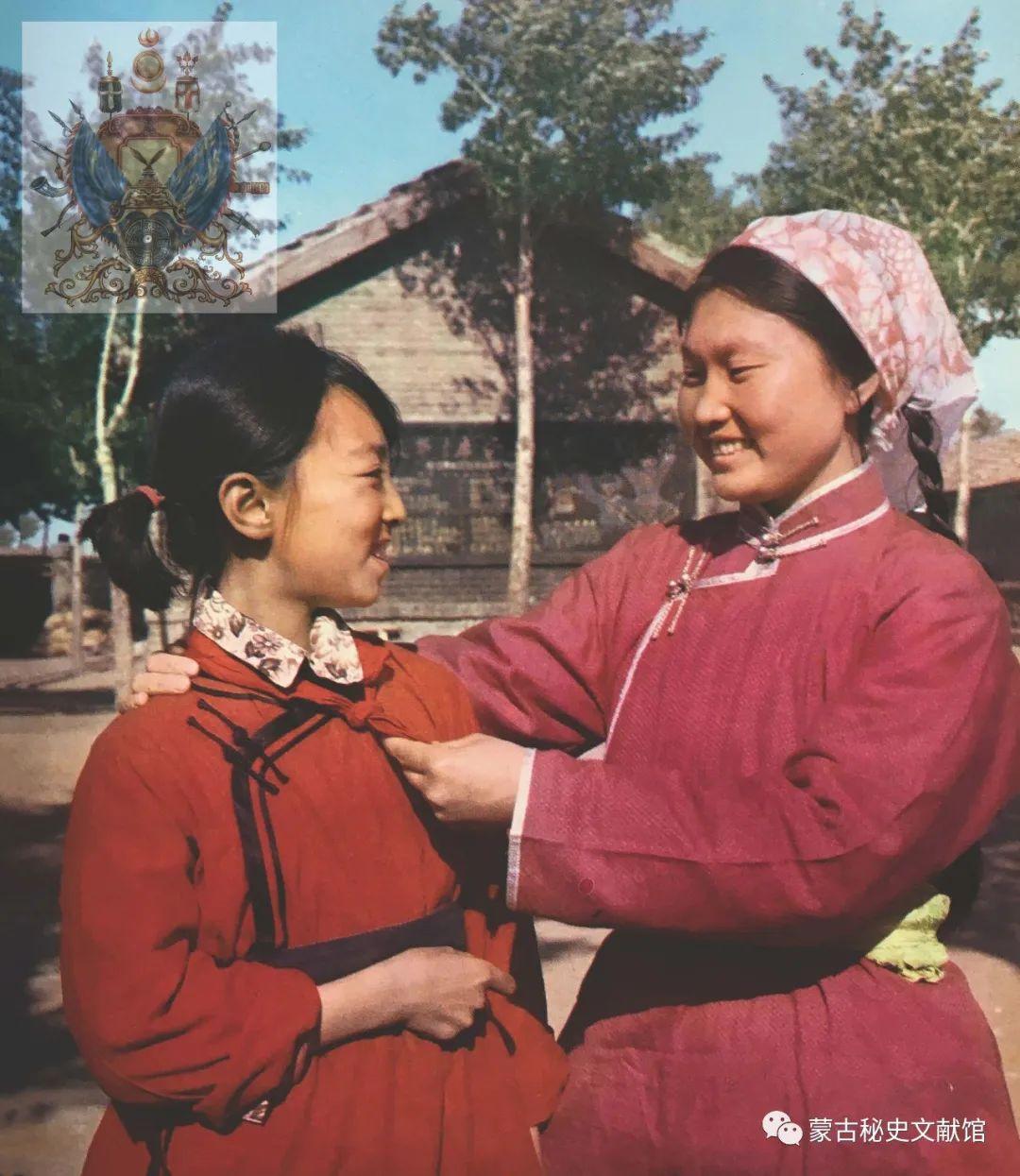 内蒙古教育自治区成立30年画册 第70张 内蒙古教育自治区成立30年画册 蒙古文化