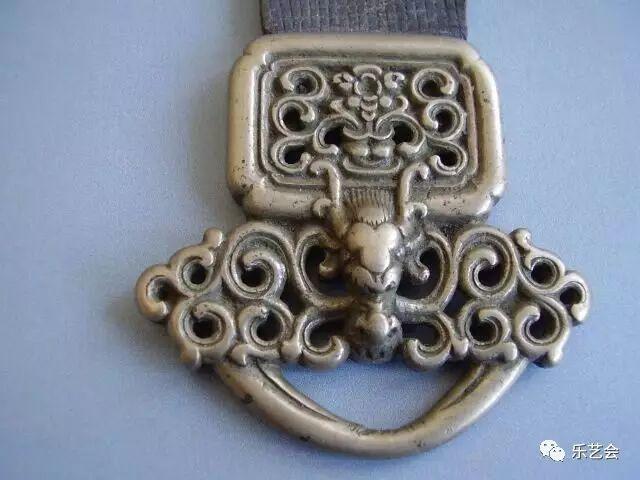草原瑰宝刀剑:蒙古族图海中的藏传佛教元素